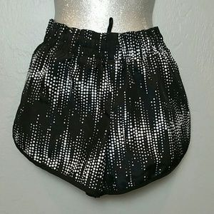 Sz med black and white workout running shorts